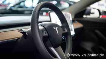 Tesla ohne Fahrer auf Autobahn unterwegs: Halter saß auf dem Rücksitz