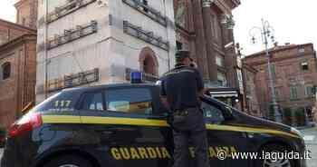 Guanti, mascherine e termometri irregolari, maxi sequestro a Fossano - La Guida - LaGuida.it