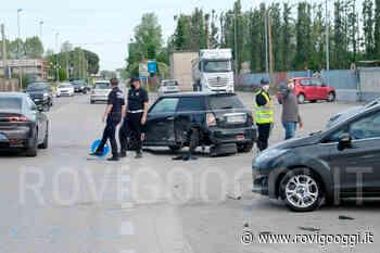 Due auto si scontrano in zona industriale a Rovigo e carambolano su altre cinque vetture in sosta - RovigoOggi.it