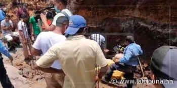 Bomberos rescatan con vida a obreros soterrados en construcción de Sabanagrande (Galería/Video) - La Tribuna.hn