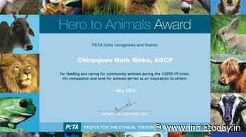PETA India confers award on Lucknow cop for feeding stray animals during Covid lockdown - India Today
