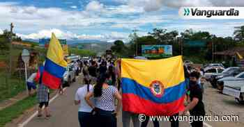 Manifestación pacífica mantiene bloqueada la vía Barichara – San Gil - Vanguardia