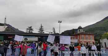 Niente lezione alle medie di Arco: studenti e genitori assieme per protestare contro la Provincia - Trentino