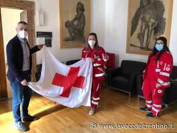 Giornata internazionale della Croce Rossa: la bandiera in municipio ad Arco - la VOCE del TRENTINO