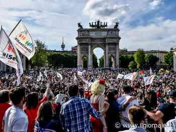 Quasi 8mila all'Arco nella piazza arcobaleno. Fedez conta più del Pd - ilGiornale.it