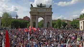 Milano, in ottomila all'Arco della Pace a sostegno del Ddl Zan - IL GIORNO
