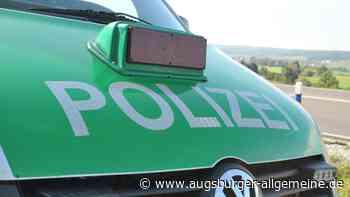 Traktor schlitzt Auto mit Mistschaufel auf - Augsburger Allgemeine