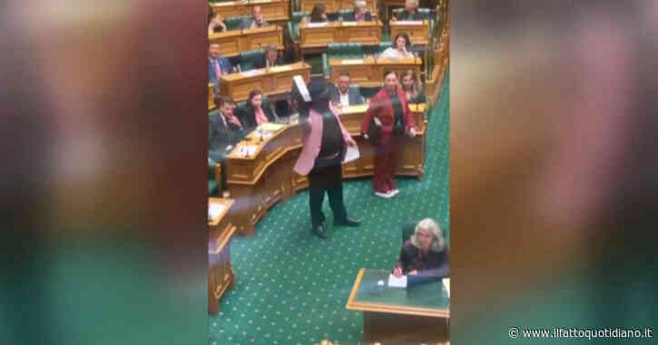 Nuova Zelanda, parlamentare protesta in Aula facendo la Haka: espulso – Video