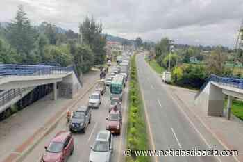 Fuerte bloqueo de manifestantes en la vía hacia El Rosal, Cundinamarca - Noticias Día a Día