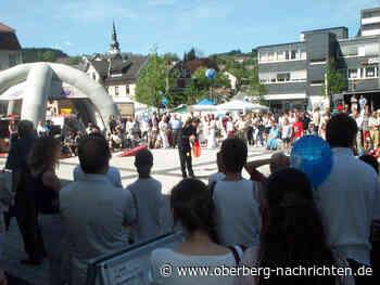 700 Jahre Bergneustadt - Tennis im Wandel der Zeit (2001) | Fotos - Oberberg Nachrichten | Am Puls der Heimat.