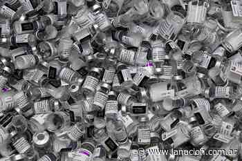 Combinar dos vacunas de coronavirus eleva los efectos secundarios, según un estudio británico - LA NACION