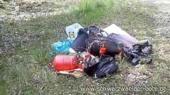 Abfall im Wald - Alte Schuhe und Gasflasche in Niedereschach entsorgt - Schwarzwälder Bote