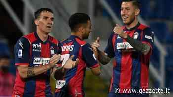 Crotone-Verona 2-1: Ounas, Messias e autorete di Molina