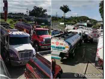 40 camiones cisternas con combustible ya pudieron pasar de Villa Rica, alertaron por riesgo y que les sacaron gasolina - TuBarco