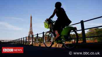 Paris seeks to ban through traffic in city centre by 2022