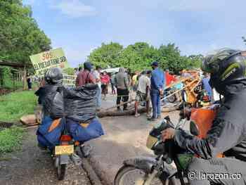 Bloqueada la vía Montería – Tierralta, reclaman por retrasos en construcción de acueducto - LA RAZÓN.CO