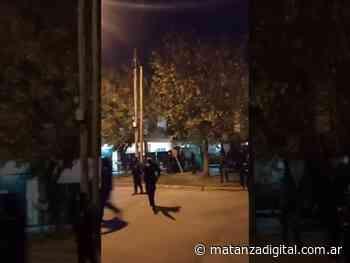 La Tablada: policías golpearon y detuvieron a un periodista mientras transmitía en vivo un desalojo - Matanza Digital