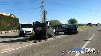 Incidente a Gerbole di Volvera. Scontro tra due vetture, una si ribalta: conducente trasportata in ospedale - TorinoToday