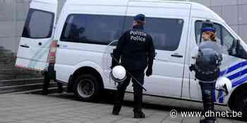Un homme casse la vitre d'un véhicule de police lors d'une interpellation à Liège - dh.be