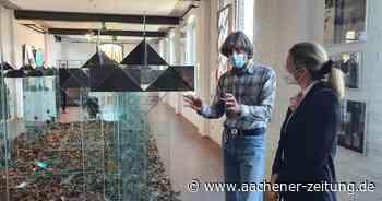 Leicht anzusehen, schwer zu schleppen: Santarossas Glaskunst im Museum Linnich - Aachener Zeitung