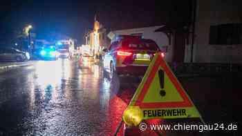 Siegsdorf am Mittwoch: Nachbarn schlagen Alarm: Feuerwehr Siegsdorf und Eisenärzt rücken zu Brand aus - chiemgau24.de
