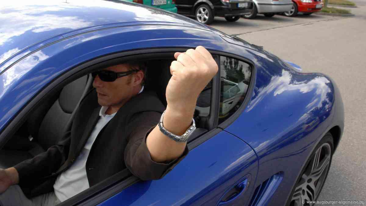 Autofahrer liefern sich Streit: Frau fährt in Schondorf auf