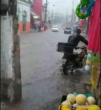 Centro de Alagoa Grande fica alagado após chover quase 100 mm; vídeo - Portal PARAIBA.COM.BR - Paraiba.com.br
