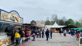 Zahlreiche Besucher auf dem Volksfest zum Midnehma, trotz schlechten Wetters