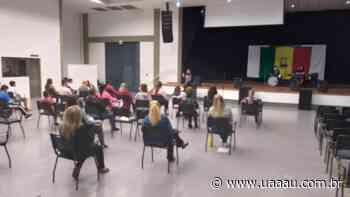 Jovens e adultos participam de aulas de canto coral em Turvo - Uaaau