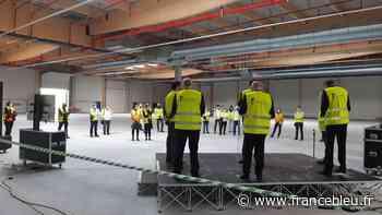 Les salariés de Faurecia Mandeure visitent leur future usine d'Allenjoie - France Bleu