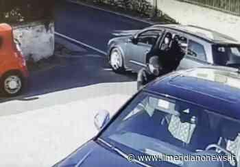 Giugliano, ladri in azione a Varcaturo: il raid in un'auto in sosta - Il Meridiano News