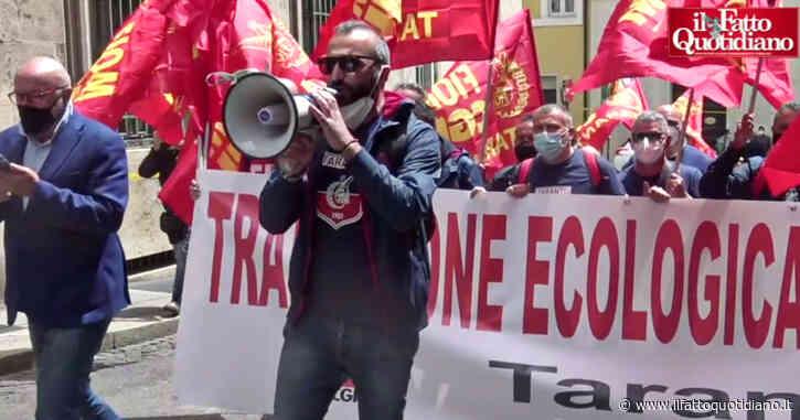 """Ex Ilva, presidio di lavoratori e sindacati: """"Vertice con Giorgetti? Nulla di concreto. Governo scelga cosa fare, al di là delle sentenze su area a caldo"""""""