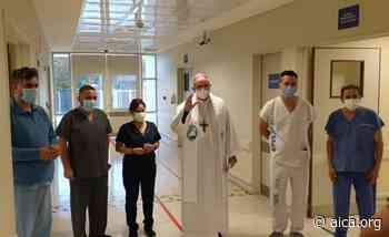 Mons. Lugones recorrió hospitales de Monte Grande y bendijo al personal sanitario - Aica On line