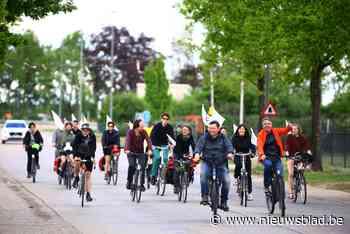 Actievoerders fietsen tegen komst gascentrales in Dilsen-Stokkem