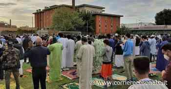 Fine del Ramadan, musulmani cesenati in preghiera / Cesena / Home - Corriere Cesenate