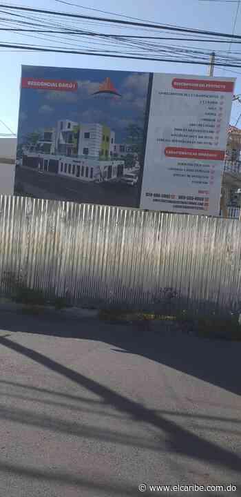 Denuncian constructora se adueña de aceras en Buena Vista Primera de SDN - El Caribe