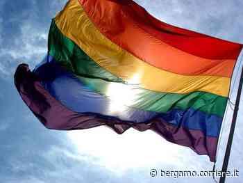 A Bergamo una panchina arcobaleno contro l'omofobia - Corriere Bergamo - Corriere della Sera