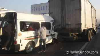 Video: captan choque entre combi y camión en Zumpango, Edomex - Uno TV Noticias