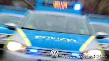 BMW rast durch Waldkraiburg und entkommt Polizeikontrolle - Zeugen gesucht