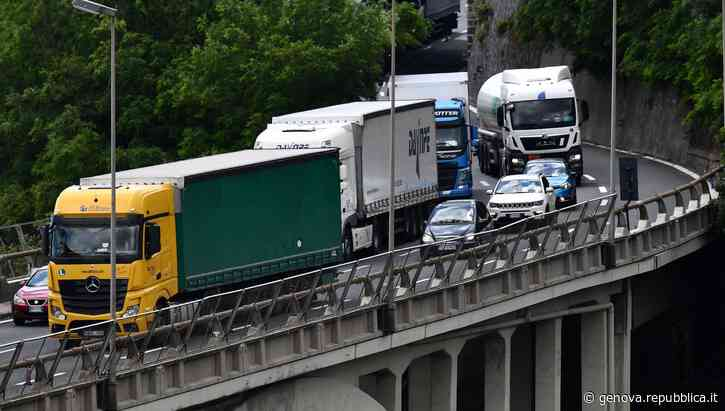 Sestri Levante, viadotto della A12 chiuso ai tir dopo le ispezioni del Mit - La Repubblica