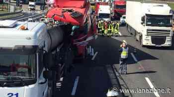 Incidente sulla A1 tra Parma e Fidenza: coinvolti tre mezzi pesanti - LA NAZIONE