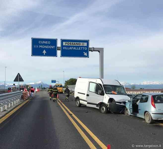 Incidente sulla tangenziale di Fossano, 4 mezzi coinvolti. Strada bloccata - TargatoCn.it