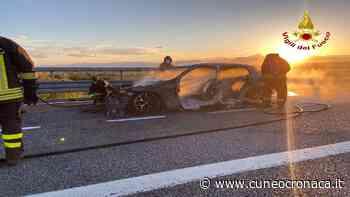 Fossano, auto prende fuoco sulla To-Sv: intervento di pompieri e polizia stradale- Cuneocronaca.it - Cuneocronaca.it
