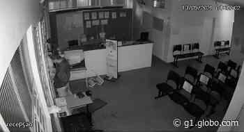 Vídeo mostra homem furtando laboratório médico em Salto de Pirapora - G1