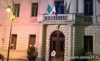 Castrovillari. Palazzo di Città si illumina di viola per la Giornata Mondiale della Fibromialgia - Paese24.it