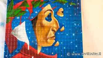Un Dante gigante, creato con 700 mattoncini di terracotta: l'inaugurazione del pannello a Modigliana - ForlìToday