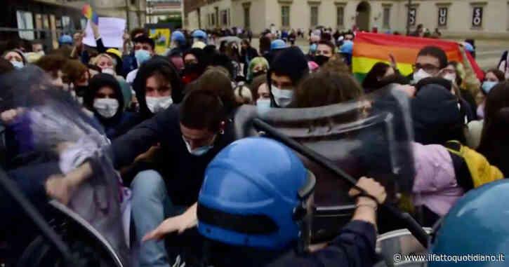 A Milano il presidio contro il ddl Zan, la polizia carica i contestatori: il video delle tensioni
