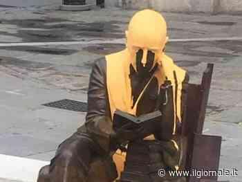 Il vergognoso gestosul Vate: imbrattata la statua