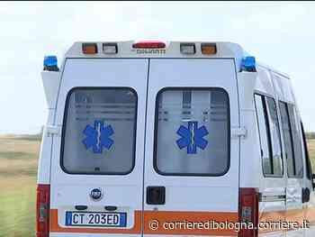 Reggio Emilia, corre in strada per evitare i gavettoni: camion lo travolge e lo uccide - Corriere della Sera
