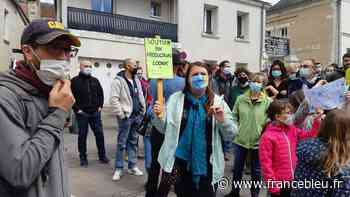 A Luynes, la Pépinière comestible en conflit avec la mairie après l'installation de panneaux sens interdit - France Bleu